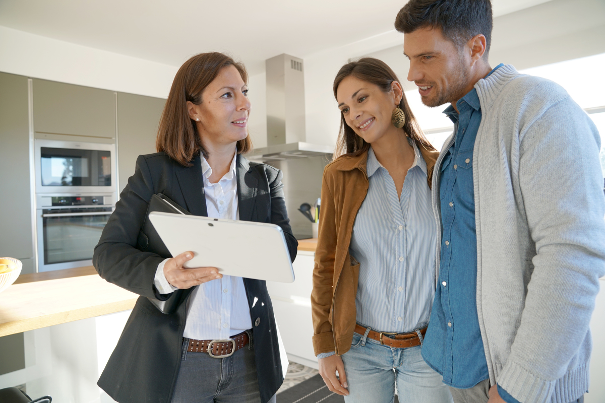 location appartement neuf bordeaux - une visite d'un bien immobilier à louer