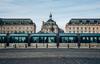Boulevard de Bordeaux - une ligne devant la place de la bourse dans la ville de Bordeaux