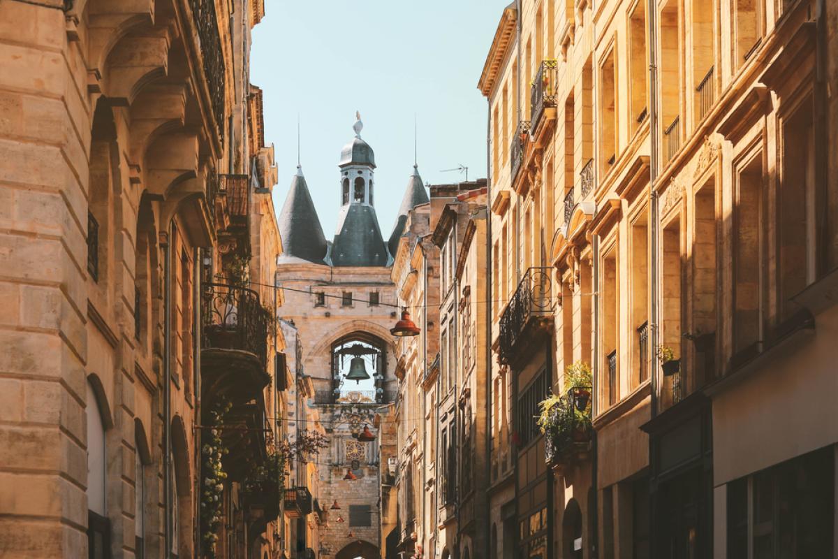 Immobilier de luxe à Bordeaux - vue sur la vieille ville de Bordeaux