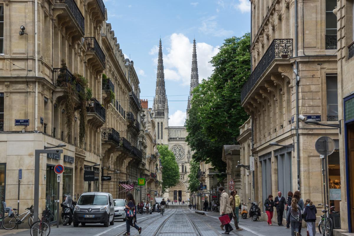 Immobilier de luxe à Bordeaux - vue sur la cathédrale Saint-André à Bordeaux