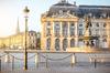 Vue sur la fontaine de la place de la Bourse à Bordeaux