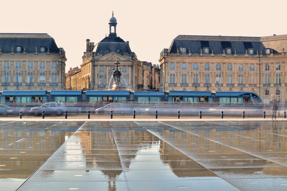 Emprunts immobiliers sur 25 ans - vue sur le miroir d'eau à Bordeaux