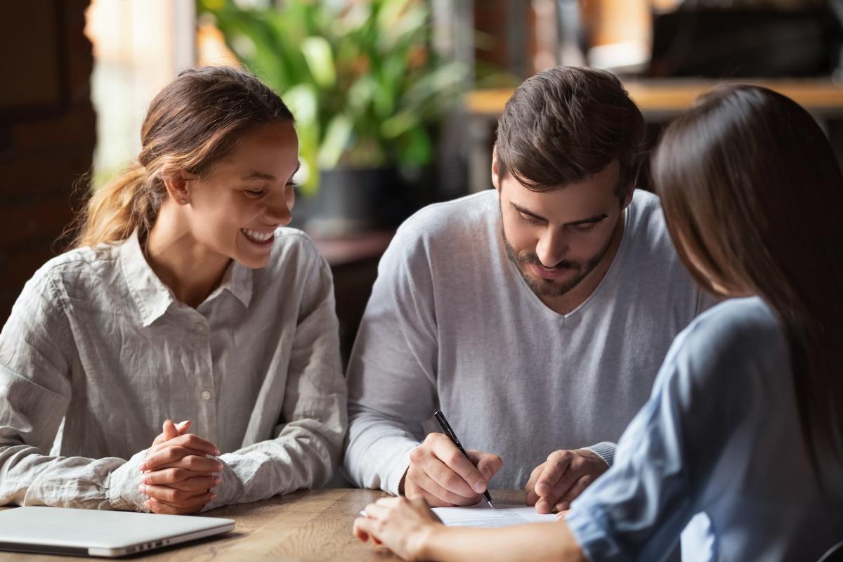 Comment investir dans l immobilier - Couple en rendez-vous