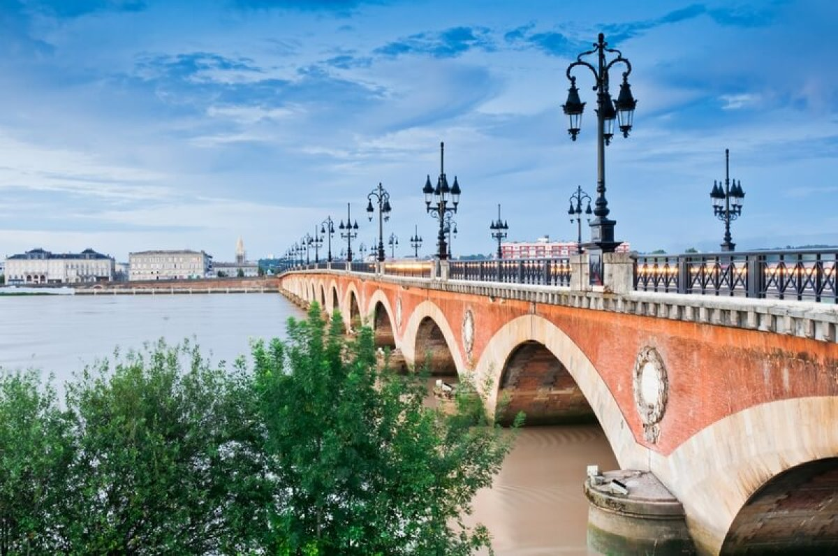 Le pont Saint Pierre à Bordeaux