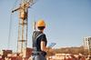 Relance promotion neuve - un ouvrier sur un chantier en construction