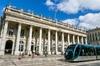 Le tramway qui traverse Bordeaux centre