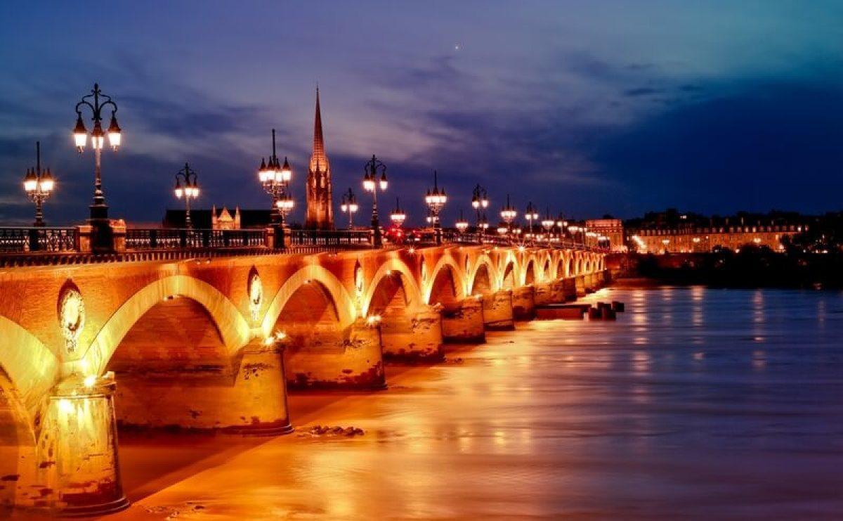 Pont de pierre garonne bordeaux saint michel