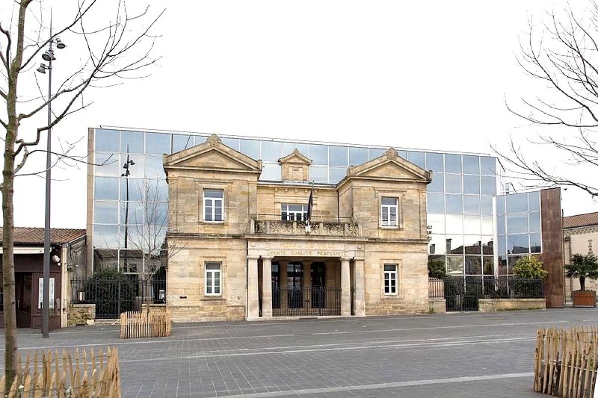 Pessac quartier annexe de Bordeaux - vue sur la mairie de Pessac