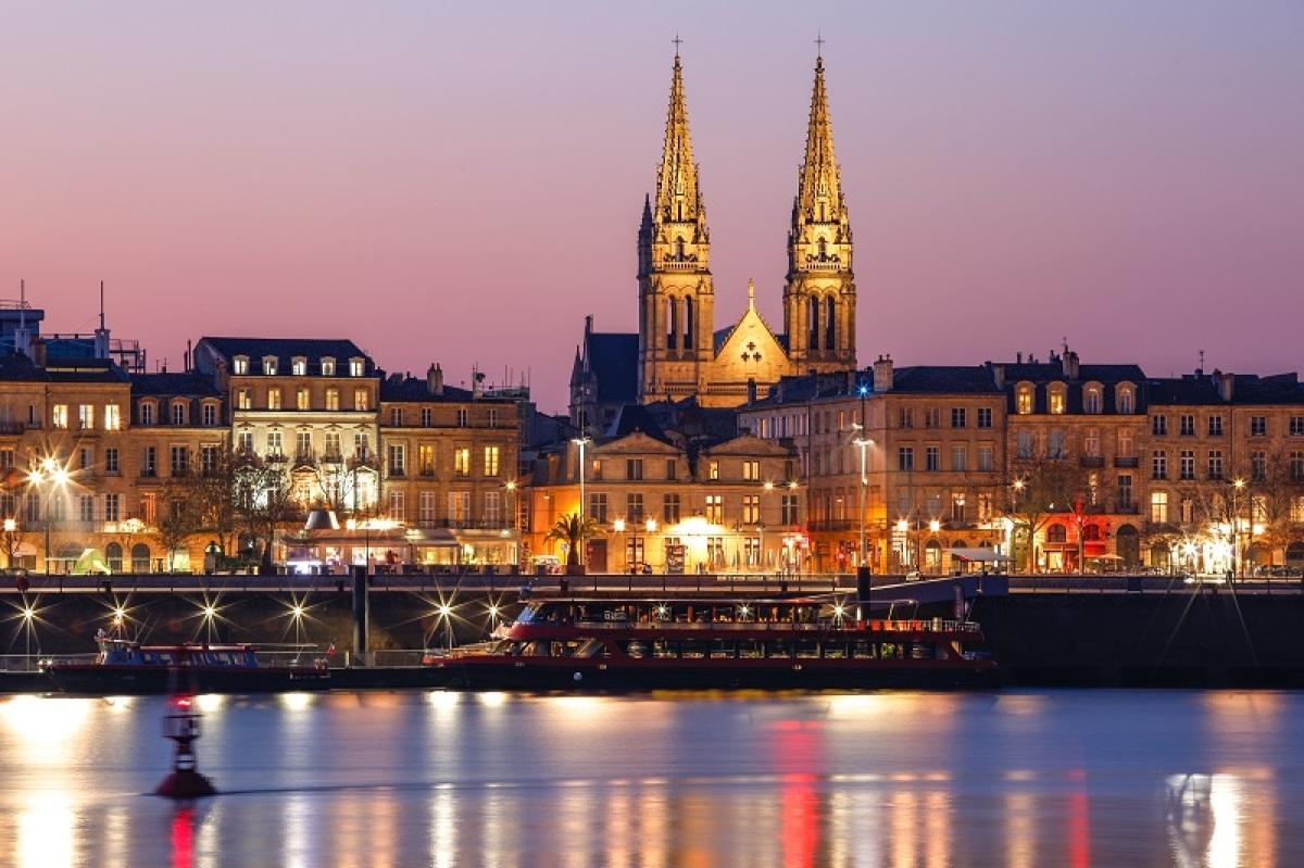 Bordeaux vue de la rive droite la nuit