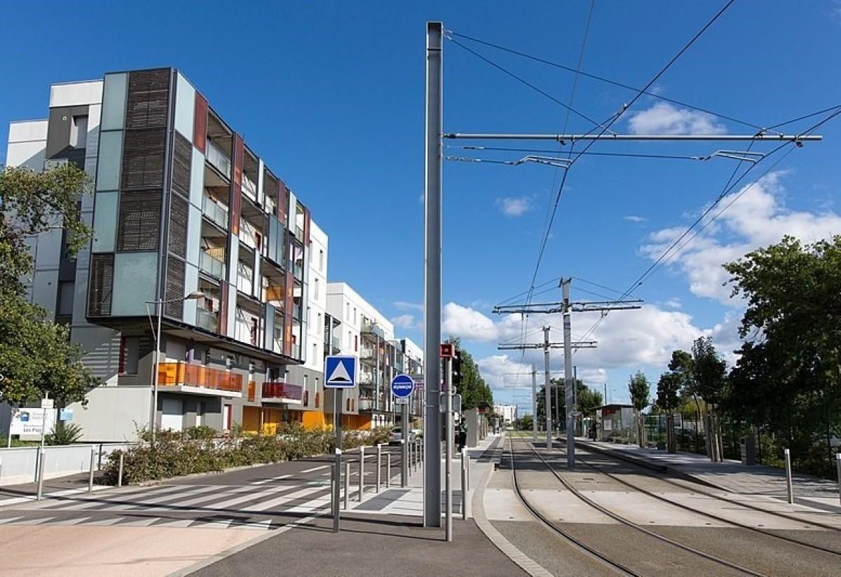 Tension à Bordeaux Métropole – vue sur le tramway à Mérignac