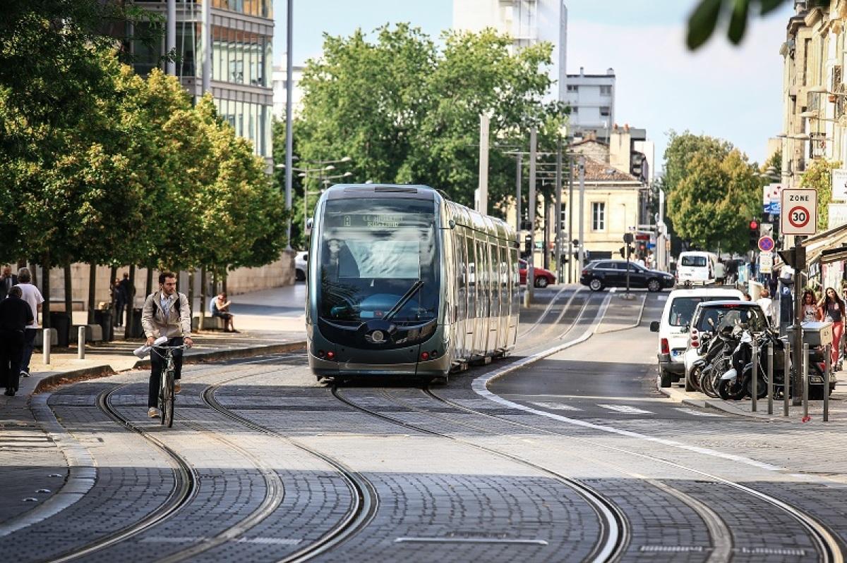 Métro à Bordeaux Métropole – vue sur le tramway à Bordeaux