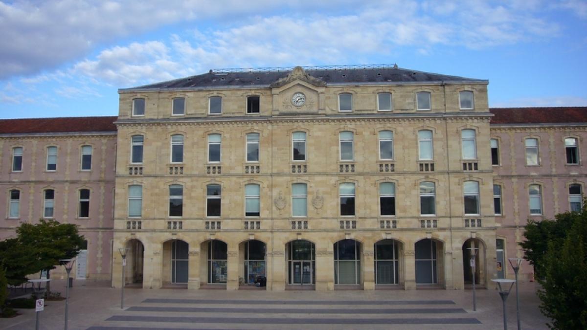 Façade du CHU des enfants à Bordeaux