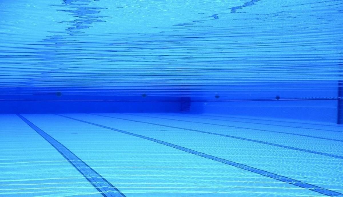 vue sous l'eau dans une piscine