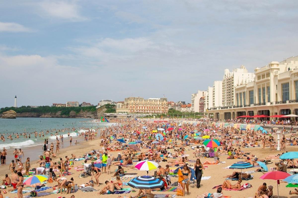 Plage de Biarritz bondée