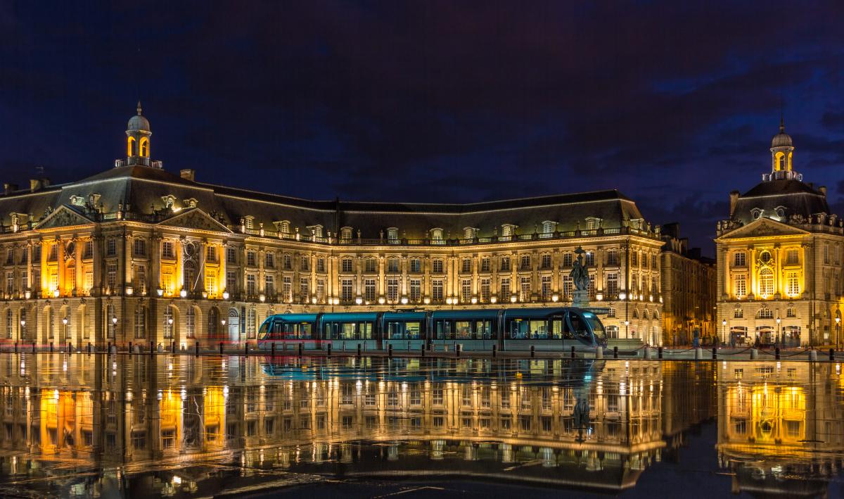 Loi Pinel Bordeaux - Le passage du tramway sur la place de la Bourse à Bordeaux