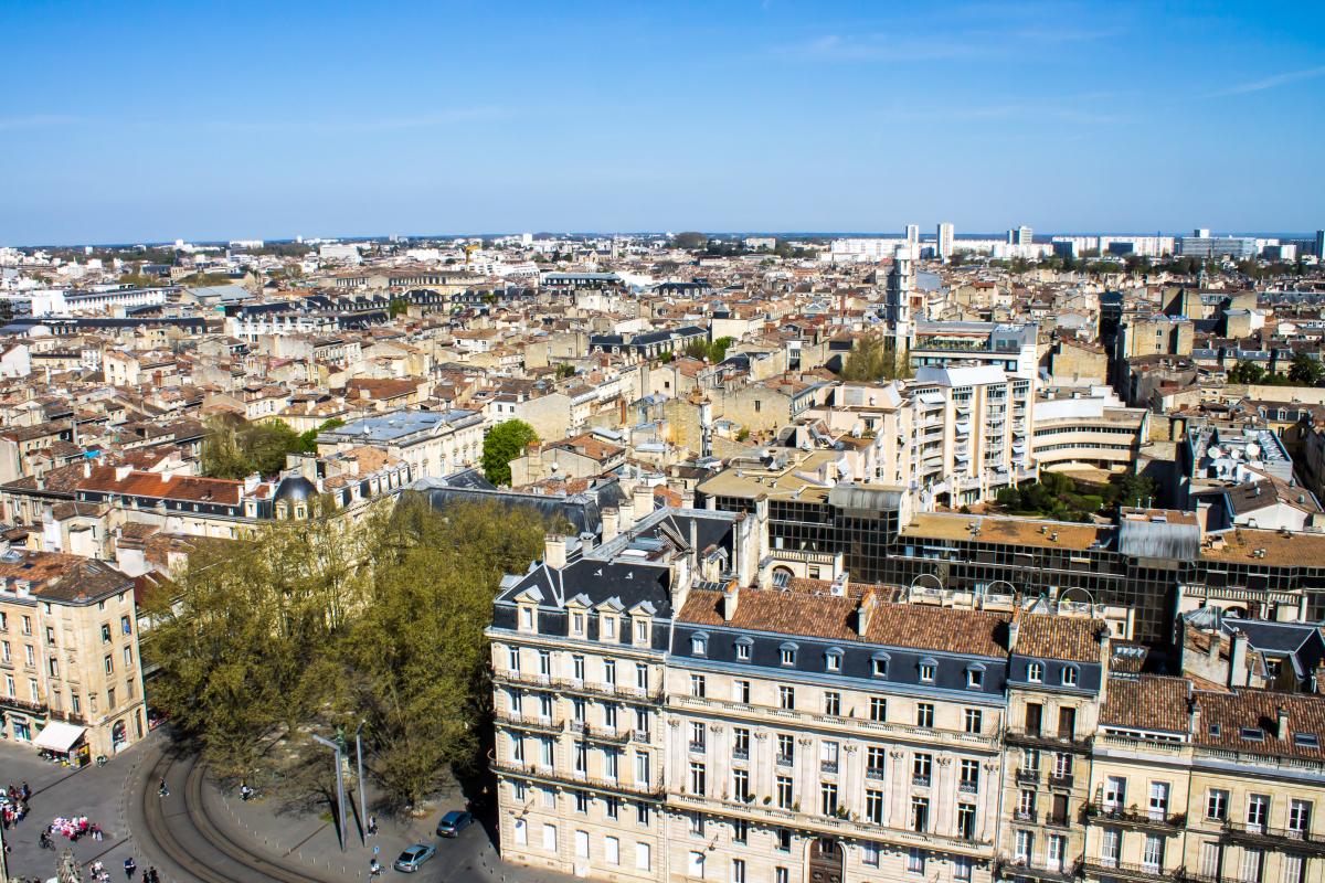 Palmarès des 10 villes où investir - vue aérienne sur les bâtiments historiques de Bordeaux