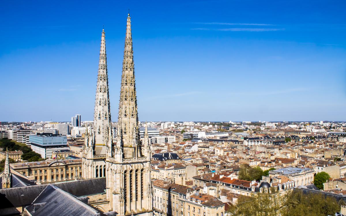 plafond loyer pinel bordeaux - Vue aérienne de Bordeaux et de la cathédrale Saint-André