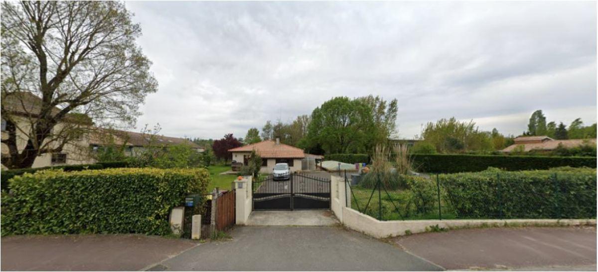 Le Chemin du Port de l'Homme abrite des maisons plain-pied ou à étage des années 1960, et mène aux bords de la Garonne à Latresne