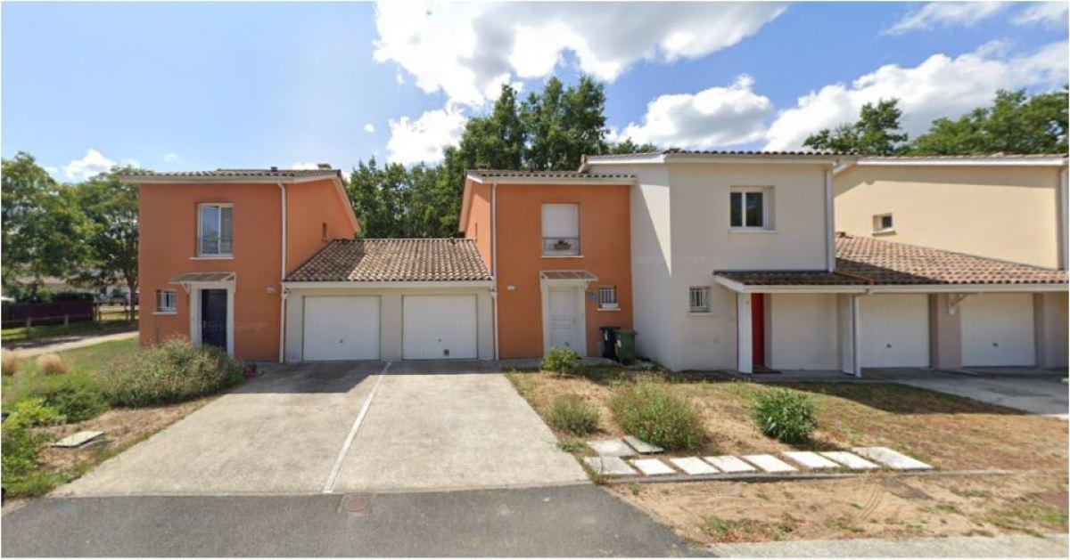 Cette résidence est proche de la zone pavillonnaire de la mairie de Saint-Aubin-de-Médoc