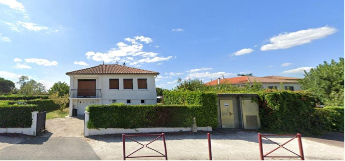 Des maisons des années 60 et des demeures plus récentes constituent le patrimoine immobilier de l'avenue de Lignan