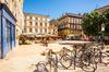 projets urbains bordeaux - une place bordelaise un jour d'été