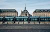 Le tramway à Bordeaux passant devant la place de la Bourse