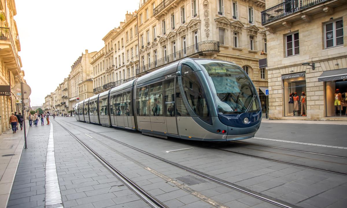transports en commun bordeaux - le tramway au cours de l'Intendance