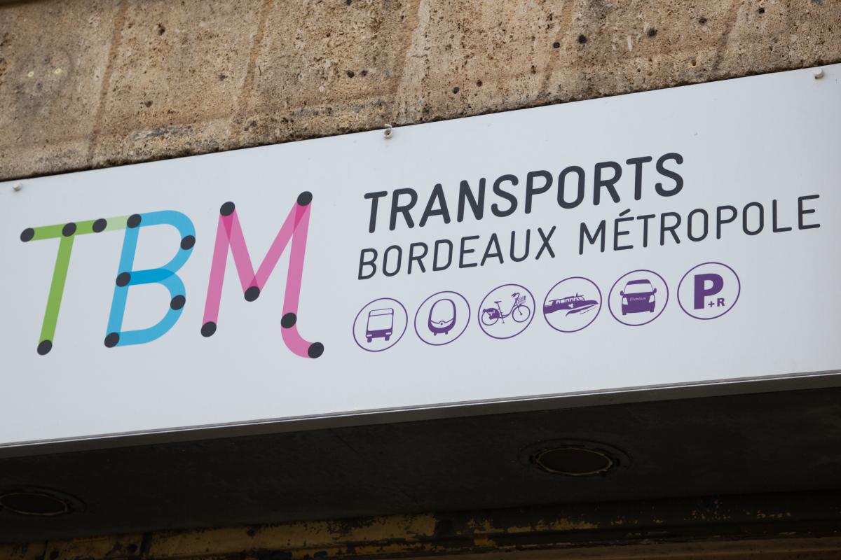 transports en commun bordeaux - enseigne de TBM