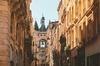 fiscalité à Bordeaux - Vue sur la grosse cloche dans une rue de Bordeaux