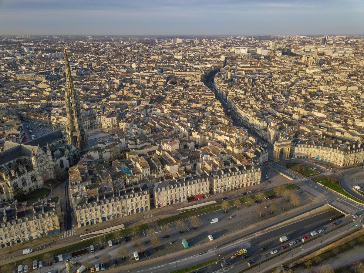 production de logements à bordeaux - Vue aérienne de Bordeaux et de l'église Saint-Michel