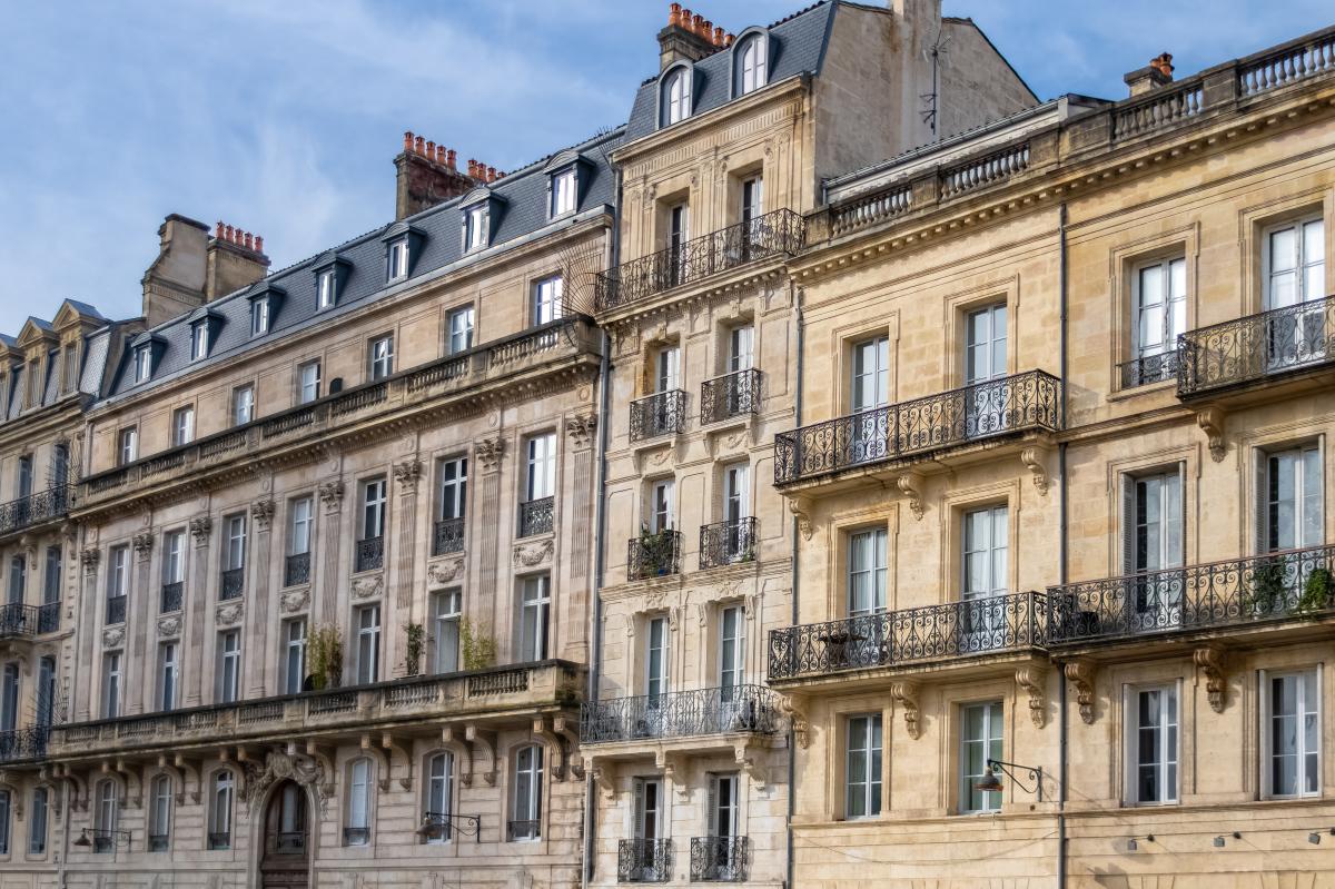 architecte bordeaux - vue sur des façades d'immeubles haussmannien à Bordeaux
