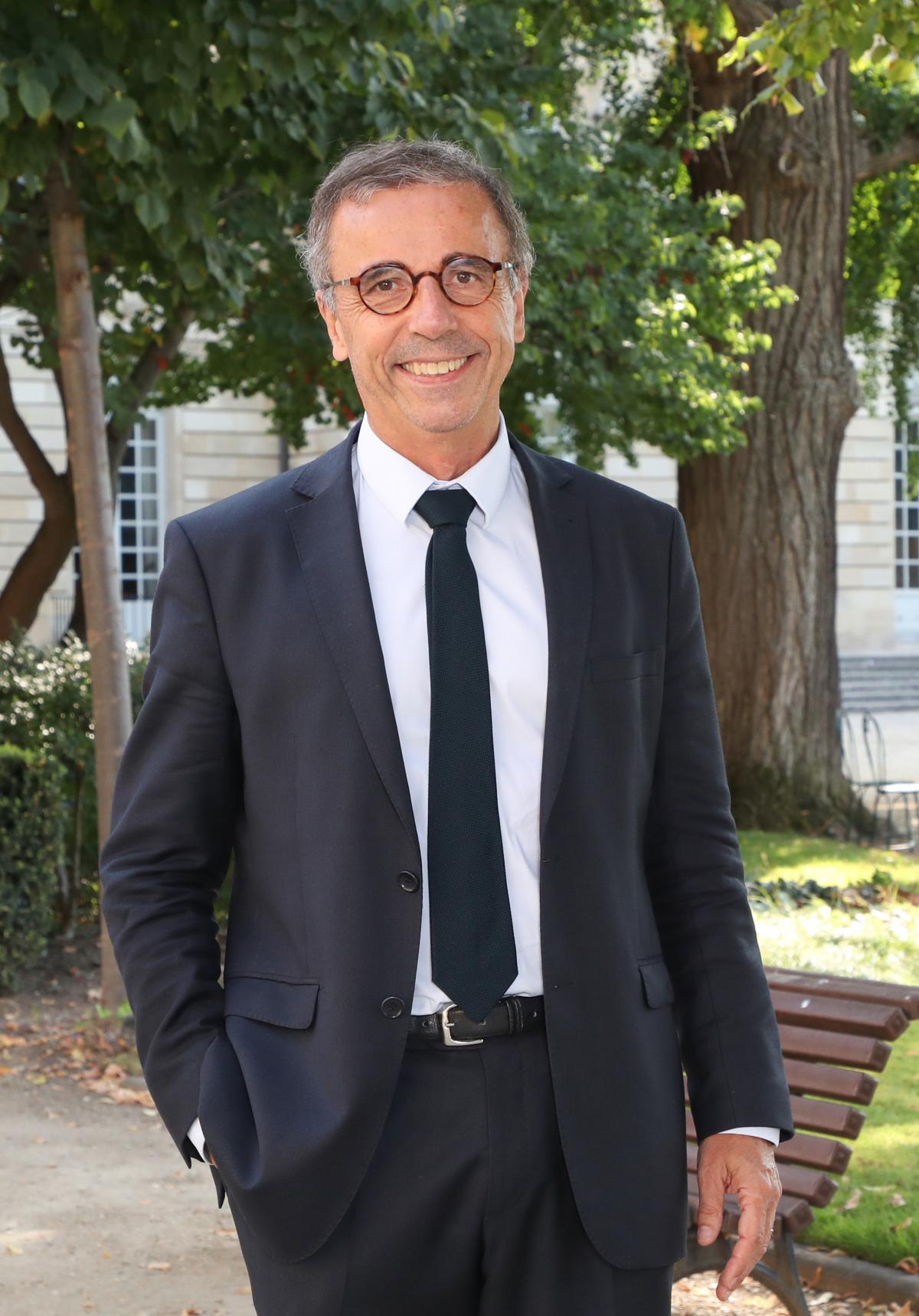 Portrait de Pierre Hurmic, actuel maire de Bordeaux