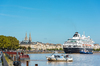 Un bateau de croisière à Bordeaux