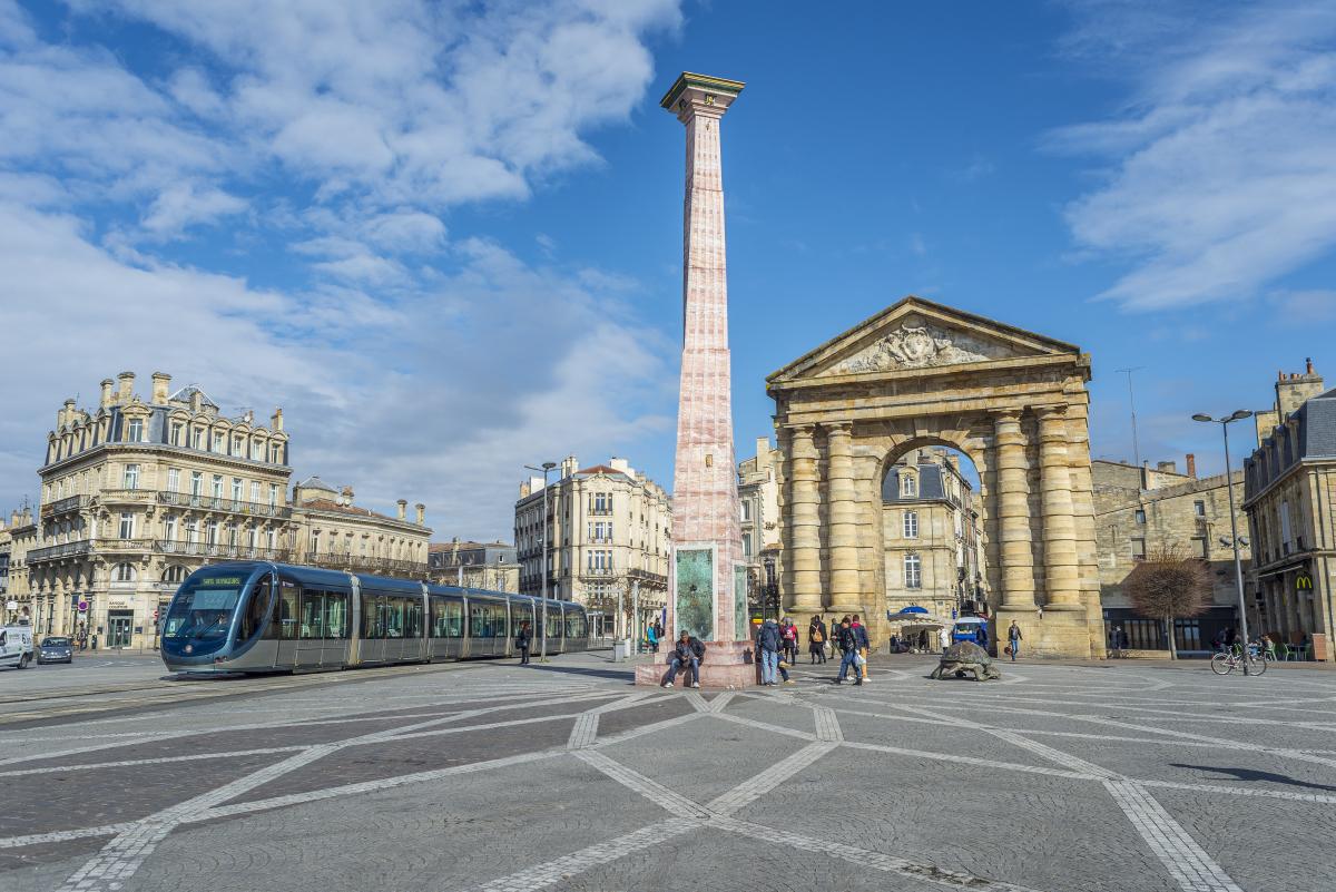 investir à bordeaux - La place de la Victoire et la Porte d'Aquitaine