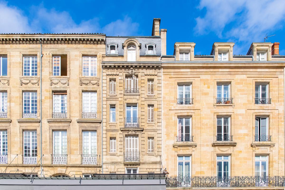 logement bordeaux - les façades de pierres blondes à Bordeaux