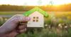 Aides à la transition énergétique - Maison miniature et symboles des services publics
