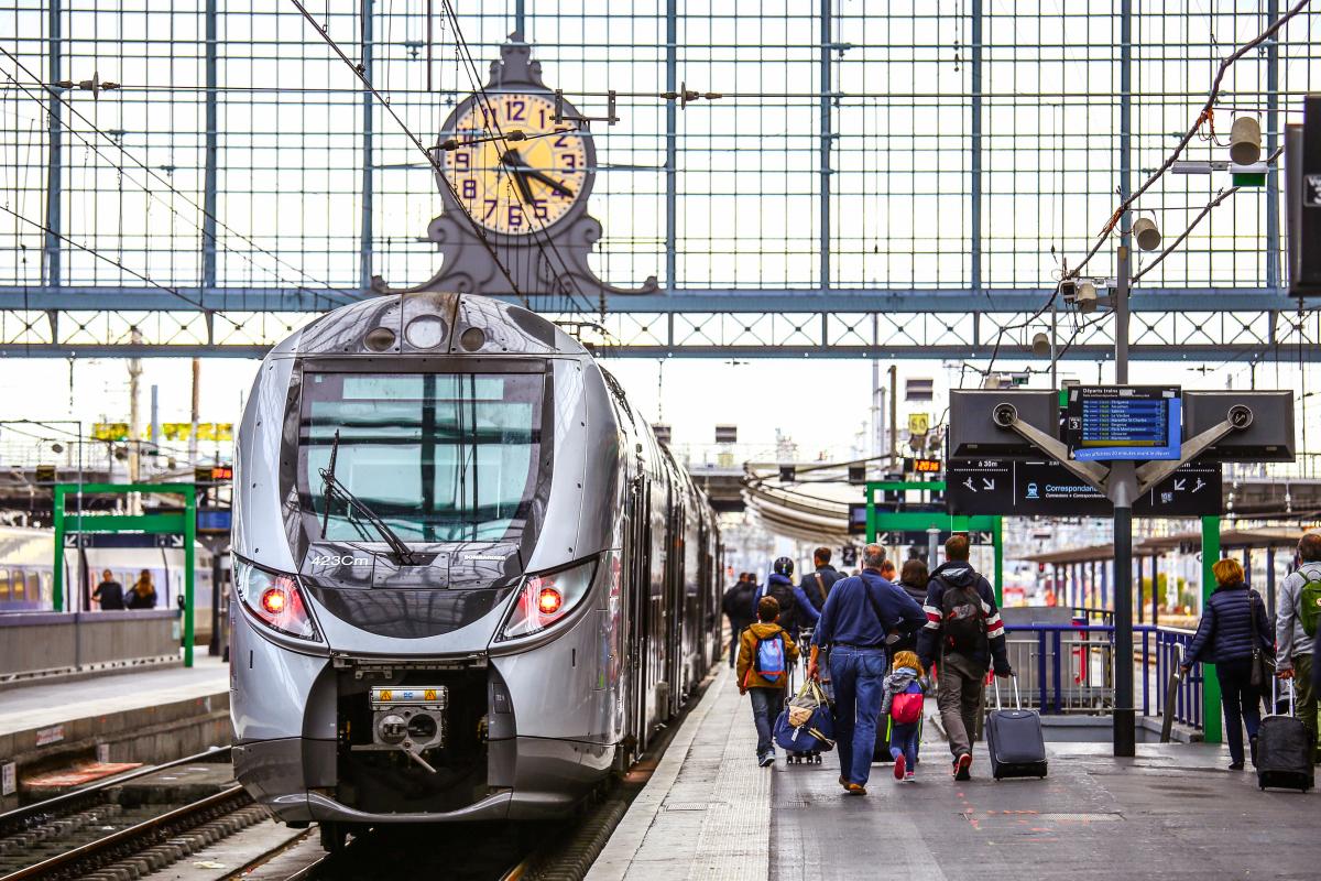 Ligne Nantes-Bordeaux – Train à quai en gare de Bordeaux Saint-Jean