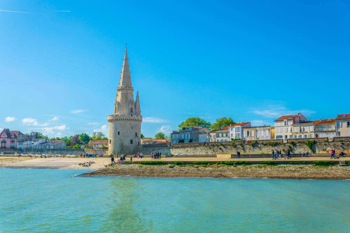 Ligne Nantes-Bordeaux – Vue de La Tour de La Lanterne à La Rochelle