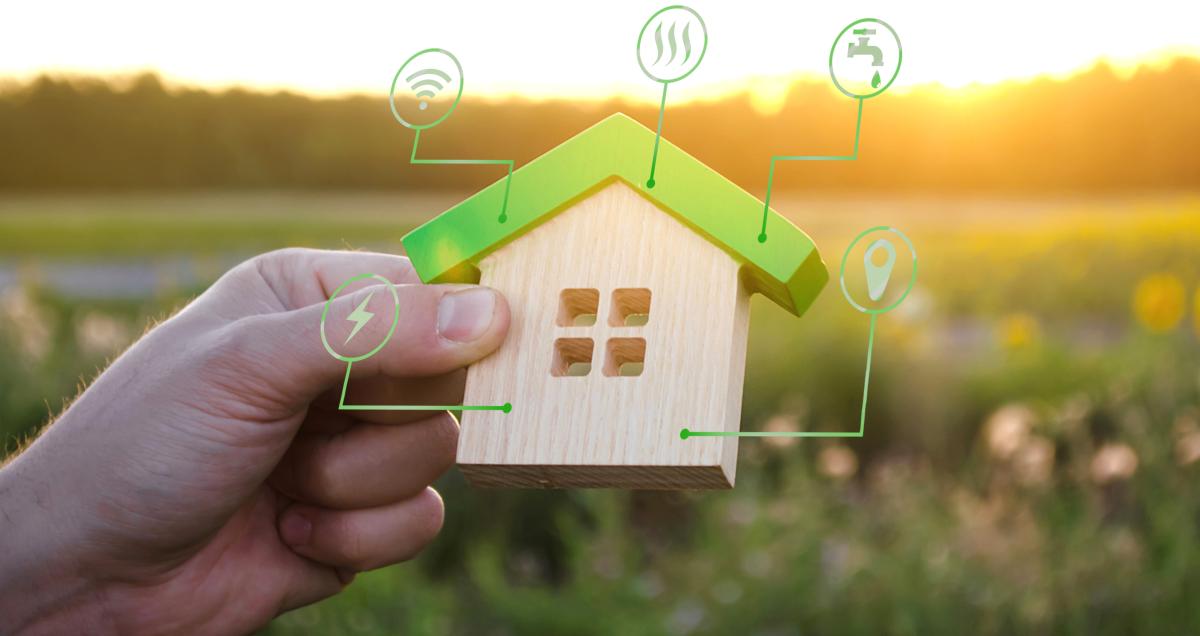 Immobilier écologique - vue sur Maison miniature et symboles des services publics