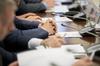 Résidences secondaires à Bordeaux – Personnes réunies autour d'une table de conseil