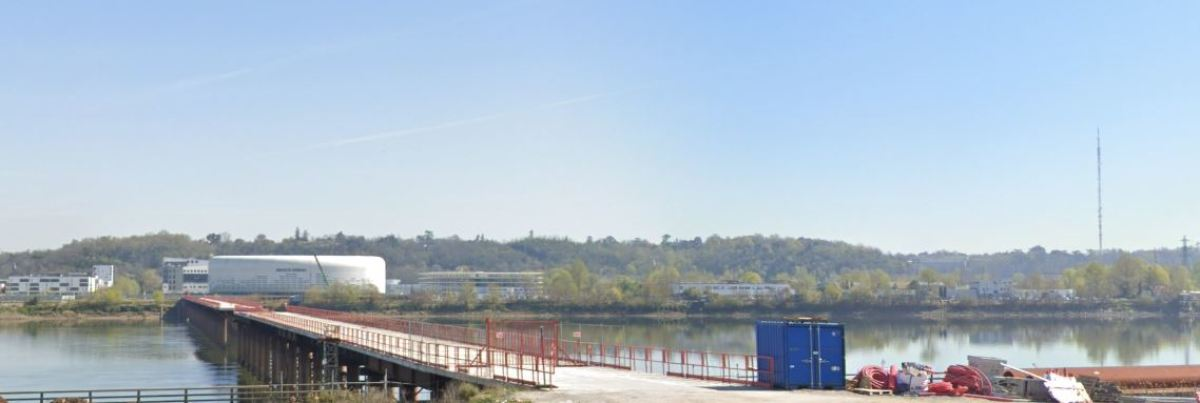 Boulevard des frères Moga à Bordeaux – vue sur le futur pont Simone Veil